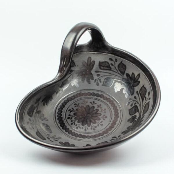Obstschale aus schwarzgebrannte schwarz geräucherter Keramik