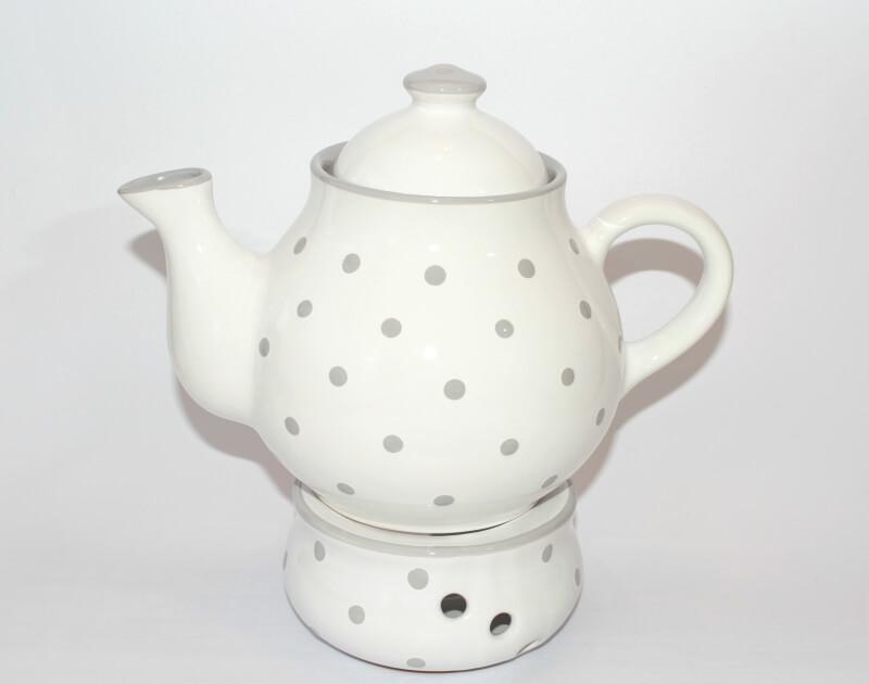 weiße Teekanne und Stövchen mit Pastellpunkten