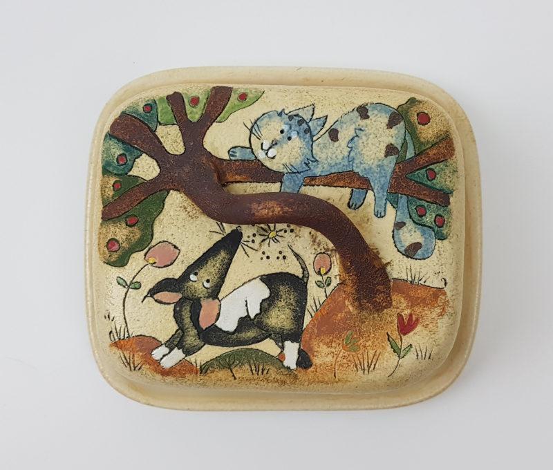 Keramik Butterdose mit Märchen (Katze mit Hund) Muster