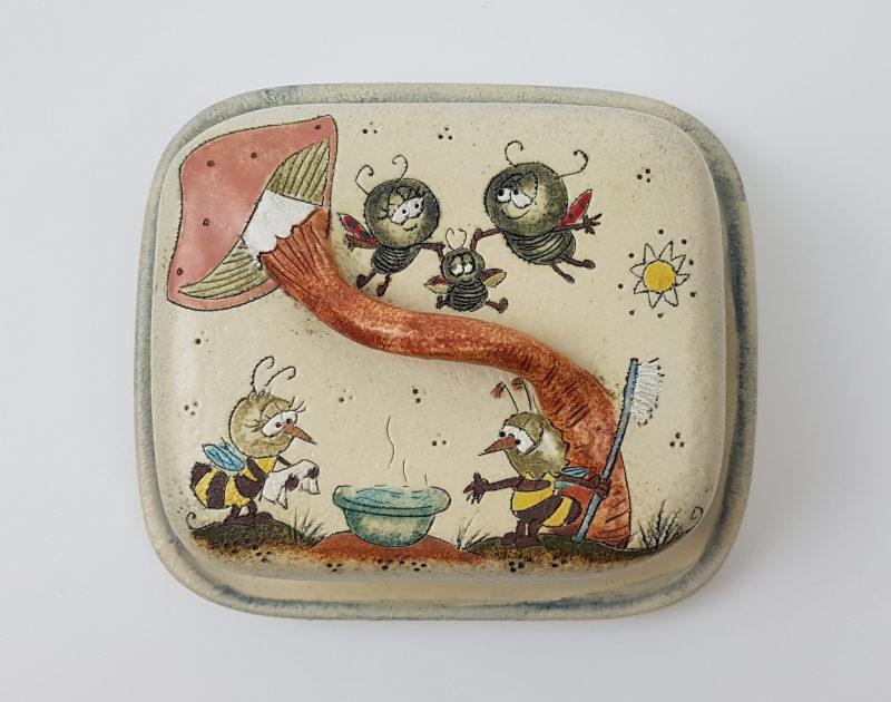 Keramik Butterdose mit Märchen (Biene) Muster